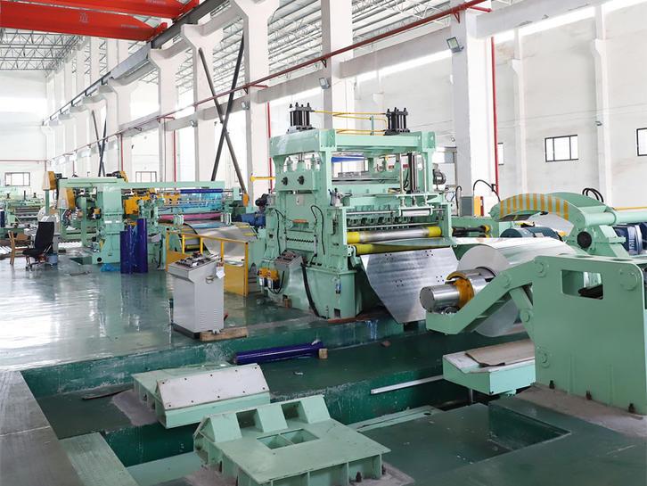Aluminum plate slitting machine